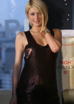 Paris Hilton - Галерея 2927239 - фото 16