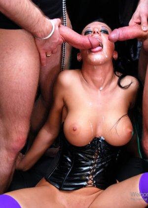 Двойное проникновение в элитную проститутку - фото 16
