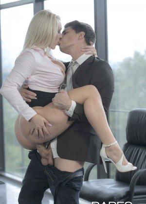 Быстрый секс на работе - фото 12