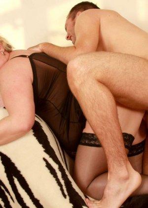 Секс с пожилой толстой блондинкой в корсете - фото 9