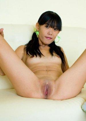 Красивая и худая женщина азиатка - фото 12