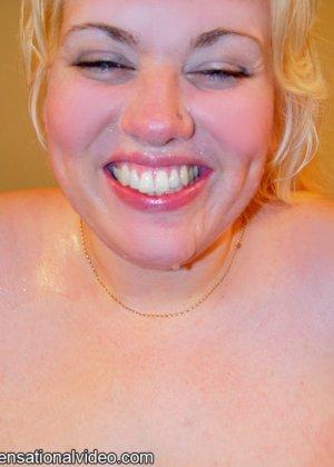 Сперма на лице голой толстой телки - фото 1