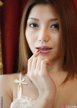 Очень красивая голая азиатка - фото 13