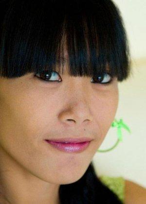 Красивая и худая женщина азиатка - фото 1