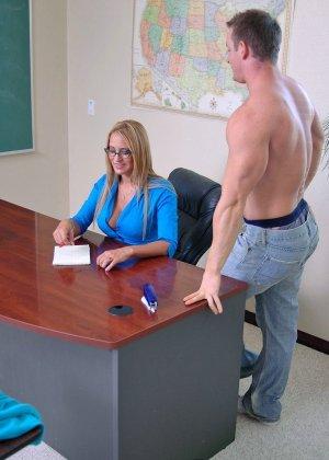 Секс с начальницей при устройстве на работе - фото 4