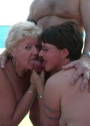 Секс на нудистском пляже - фото 13