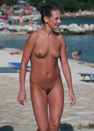 Голые русские девушки на пляже - фото 12