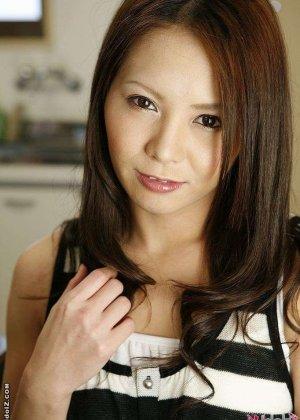 Ебут волосатую азиатку, а она лижет жопу - фото 1