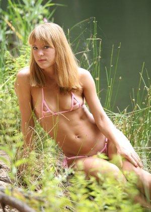 Русская девушка в микро бикини - фото 4