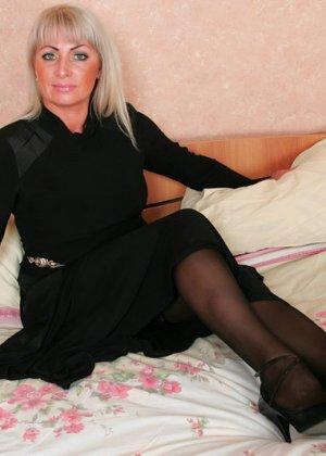 Групповой секс с красивой пожилой женщиной - фото 1