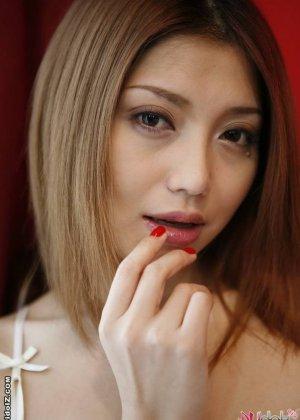 Очень красивая голая азиатка - фото 15