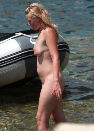 Голые русские девушки на пляже - фото 11