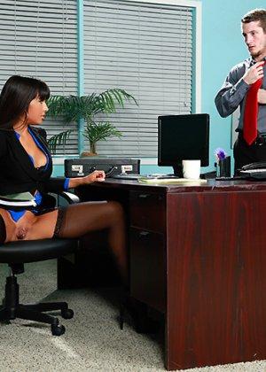 Секс на работе в офисе - фото 5