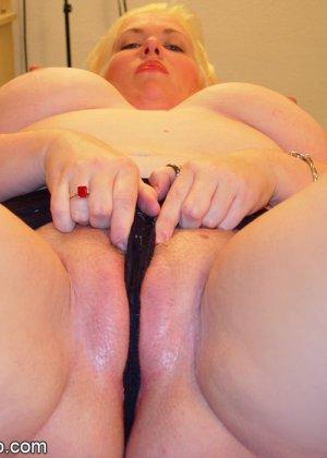 Сперма на лице голой толстой телки - фото 5
