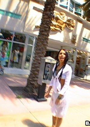 Познакомился с девушкой на улице и тут же выебал в своем микроавтобусе - фото 3
