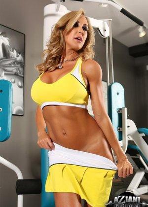 Бренди Лов в обнаженном виде занимается фитнессом - фото 4