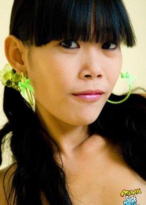 Красивая и худая женщина азиатка - фото 7