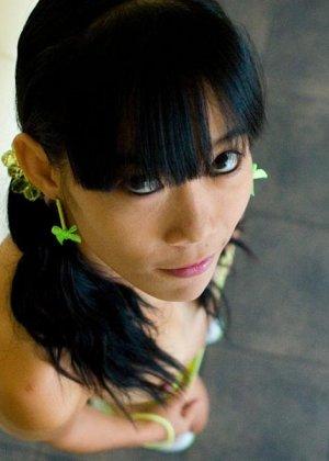 Красивая и худая женщина азиатка - фото 10