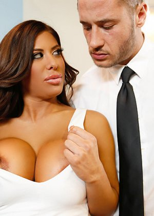 Групповой секс на новогоднем корпоративе - фото 6