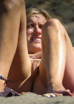 Голые русские девушки на пляже - фото 1