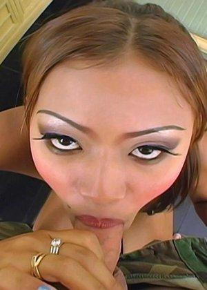Ебет молодую азиатку - фото 5