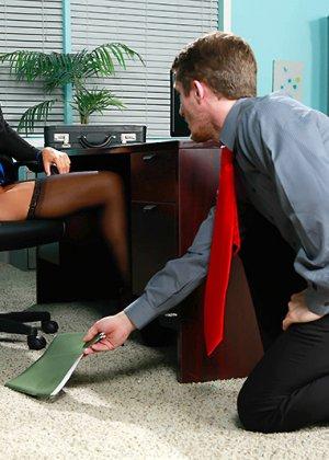 Секс на работе в офисе - фото 6