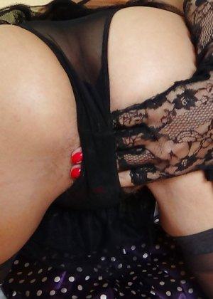 Раскрепощенная и гламурная чертовка хвастается своим сексуальным телом - фото 34
