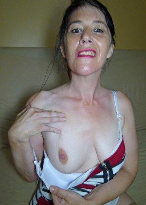 Старая женщина ебется с двумя неграми по вызову - фото 1