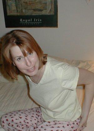Самые разные девушки раздвигают ноги перед камерой, лишь бы посветить своей пиздой - фото 19