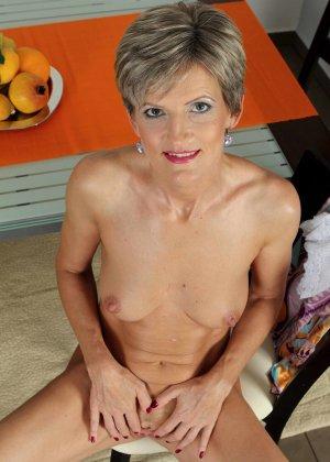 Мелани уже очень немолода, но старается выглядеть сексуально и у нее это отлично получается - фото 8