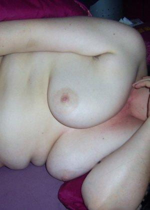 Лаура не обладает идеальным телом, но при этом она не против, чтобы на нее пялились мужики - фото 38