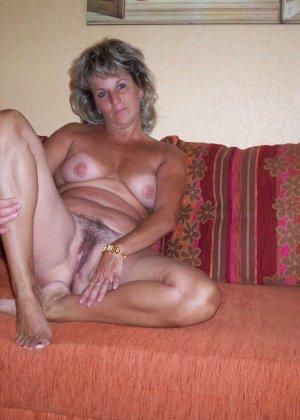 Зрелая дамочка достаточно решительна для того, чтобы показать свою хорошо сохранившуюся фигуру - фото 9