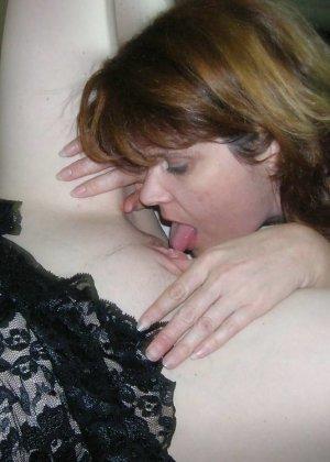 Сексуальные лесбиянки выглядят очень возбуждающе в своих играх – им нравится доставлять друг другу удовольствие - фото 27