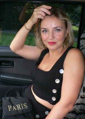 Зрелая женщина обладает достаточной сексуальностью, поэтому старается показать себя во всей красе - фото 20