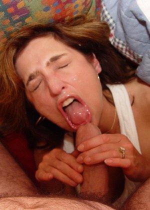Опытная дамочка показывает, как ей нравится секс во всех его проявлениях – она не знает запретов - фото 6