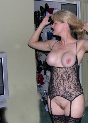 Блондинка обладает соблазнительной внешностью, поэтому она может совратить кого угодно - фото 19