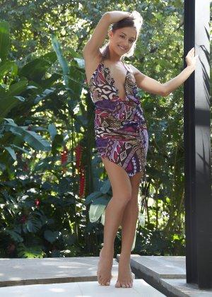 Обнаженная эротика от молоденькой девушки с красивым телом - фото 2