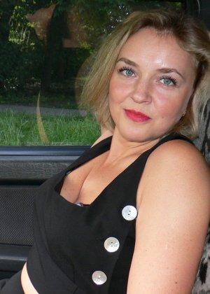Зрелая женщина обладает достаточной сексуальностью, поэтому старается показать себя во всей красе - фото 19