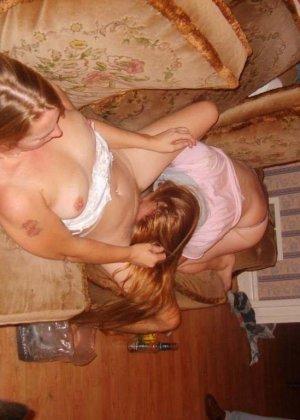 Сексуальные лесбиянки выглядят очень возбуждающе в своих играх – им нравится доставлять друг другу удовольствие - фото 42