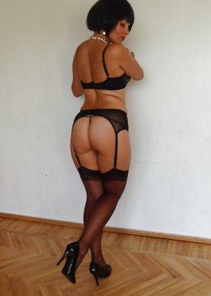 Раскрепощенная и гламурная чертовка хвастается своим сексуальным телом - фото 30