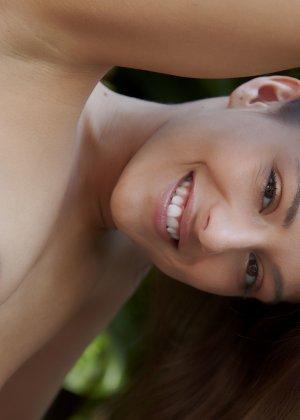 Обнаженная эротика от молоденькой девушки с красивым телом - фото 82