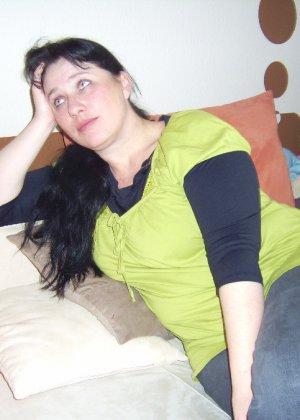 Лаура не обладает идеальным телом, но при этом она не против, чтобы на нее пялились мужики - фото 3
