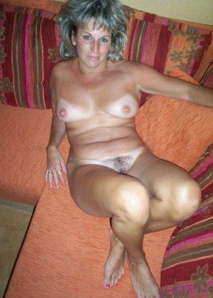 Зрелая дамочка достаточно решительна для того, чтобы показать свою хорошо сохранившуюся фигуру - фото 12