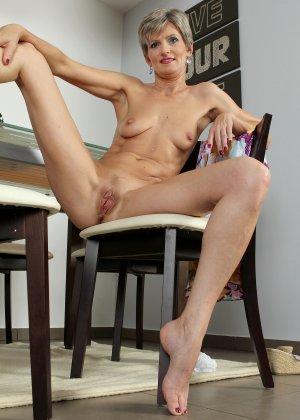 Мелани уже очень немолода, но старается выглядеть сексуально и у нее это отлично получается - фото 37