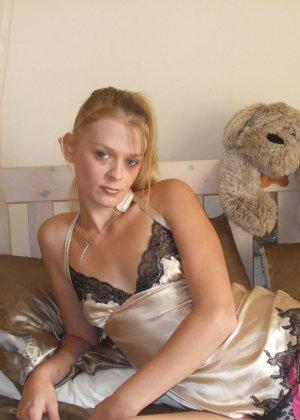 Любительские порно фото очаровательной блондинистой телки - фото 6