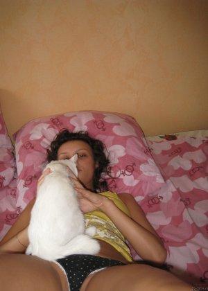 Девушка хвастается шикарными буферами – она очень возбуждает своего партнера красивой грудью - фото 4