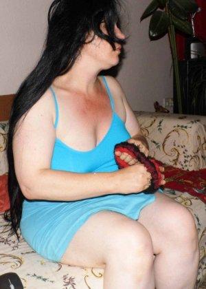 Лаура не обладает идеальным телом, но при этом она не против, чтобы на нее пялились мужики - фото 18