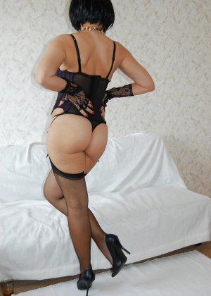 Раскрепощенная и гламурная чертовка хвастается своим сексуальным телом - фото 21
