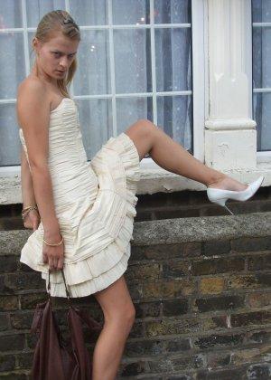 Любительские порно фото очаровательной блондинистой телки - фото 4