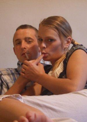 Любительские порно фото очаровательной блондинистой телки - фото 10